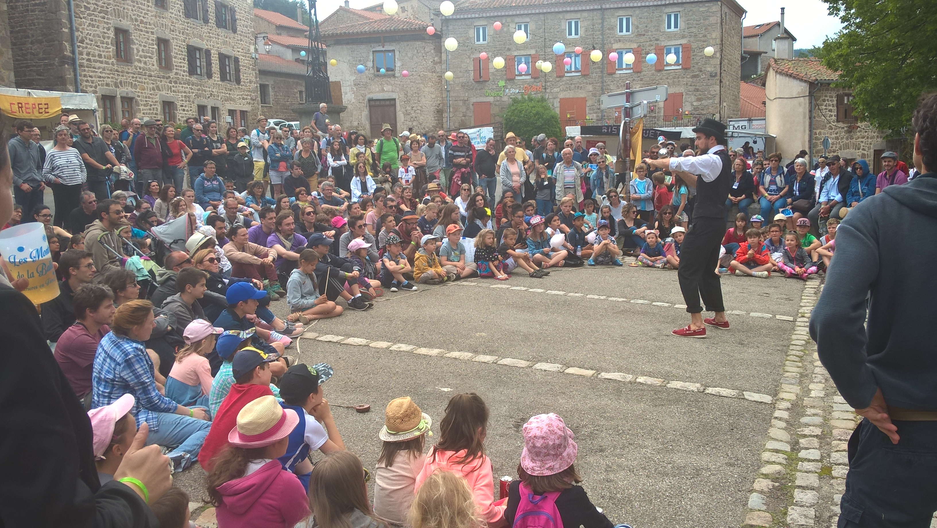 Scène Place du Bourg / Amazing Georges - The Amazing Georges Show